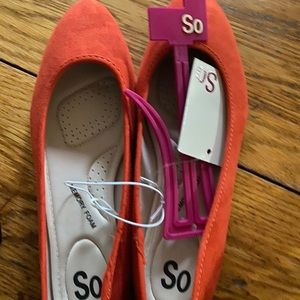 Brand new size 8 flats